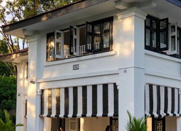 Black & White Houses Neighbourhood Stroll - Alexandra Park Estate