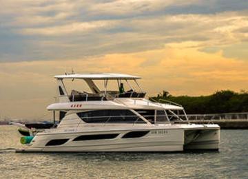 Yacht Tour - Premium Yacht (Aquila 48 NN2)